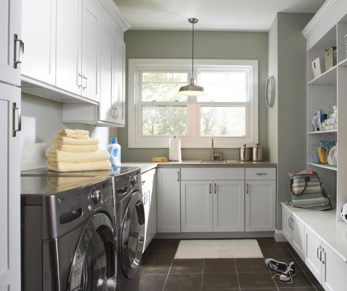 laundry_room_cabinets_in_painted_white_maple.jpg