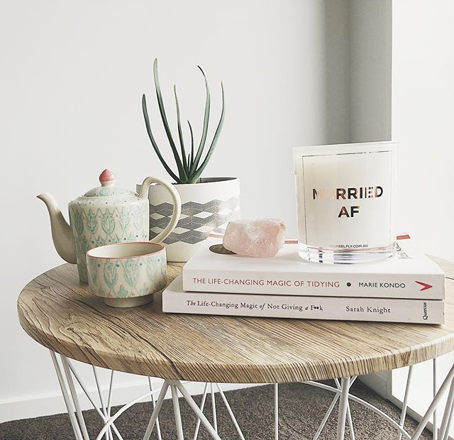 FRIYAY!! 🙌🏼 I'm not sitting here drinking tea in my pyjamas like I wish I was, but I am currently eating left over pad thai, so it's not all bad 😆  What have you got planned for the weekend? 🧡 . . . . . #weekendvibes #friday #fridaymood  #mindfulness #lifestyleblogger #liveauthentic #thehappynow #interiorinspo  #thehappyplace #mymindfulyear #nothingisordinary #homedetails #fridayvibes #homestylinginspo #houseplant #houseplantclub