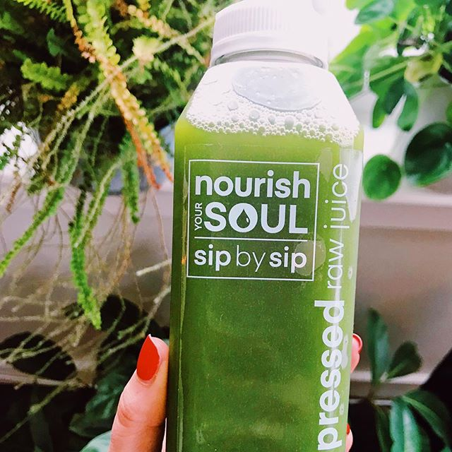 Starting out the weekend with this immune booster (after a huge breakfast @paramountsouthie) 🤓Love @nourishyoursouljuice 💚