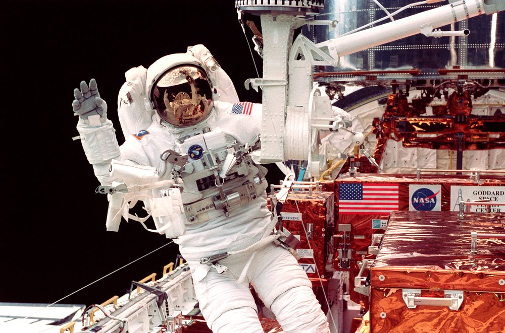 Spacewalk wave after fixing Hubble