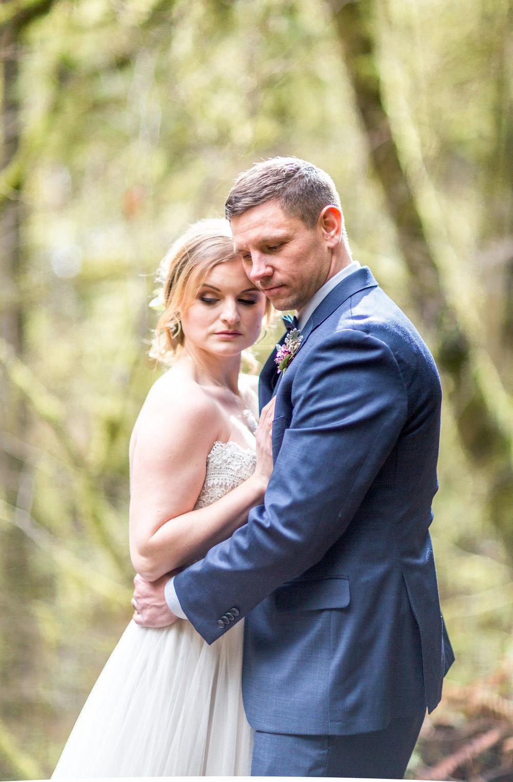Silver Falls-elopement-bride-and-groom-photo Corina Silva Studios-68.jpg