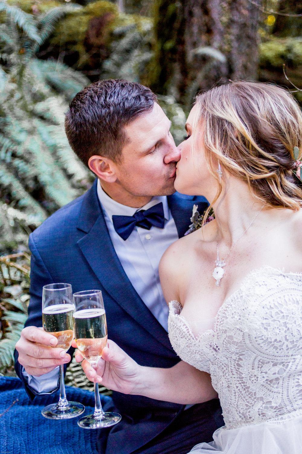 Silver Falls-elopement-bride-and-groom-photo Corina Silva Studios-317.jpg