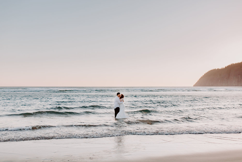 Couple, Oregon coast, wedding, destination wedding