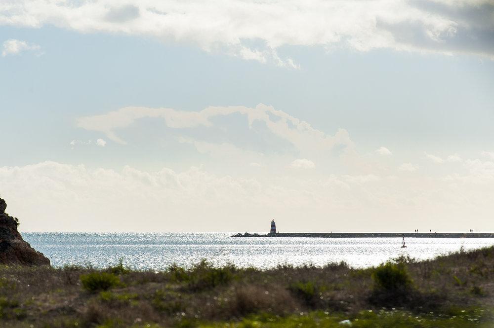 Vista do molhe da praia da Rocha desde a praia da Angrinha - Ferragudo