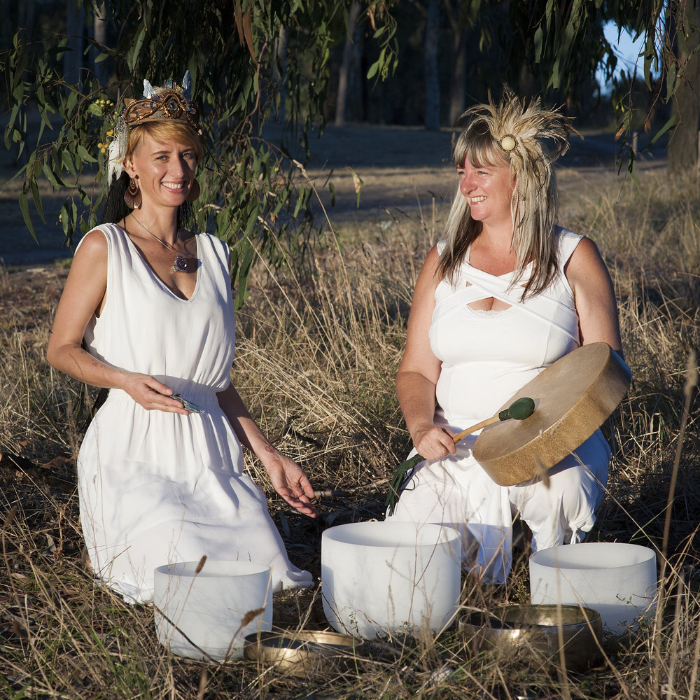 Eliza and Kylie as Hypnotheric Soundscapes.  Image by Jac Price at Your World in Pictures.