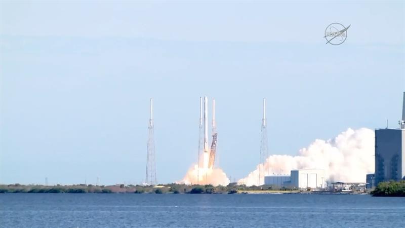 Despega desde Florida cohete con satélite de EE.UU. para detección de misiles .jpg