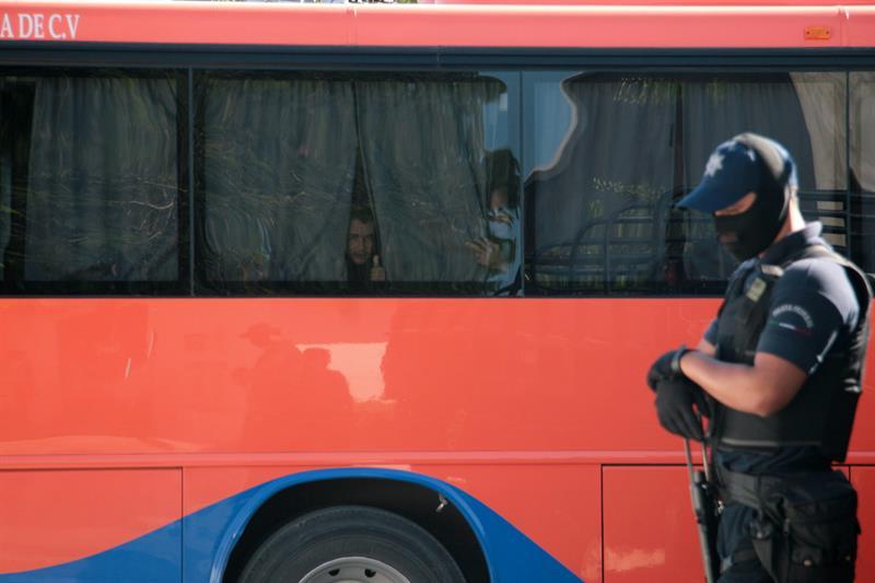 Interceptan a 65 migrantes centroamericanos escondidos en autobús en México .jpg