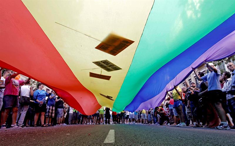 La comunidad LGBTQ protesta contra el Gobierno de EE.UU. frente al Hotel Trump .jpg