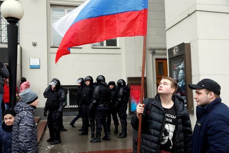 Miles de personas en toda Rusia llaman a boicotear las elecciones de marzo .jpg