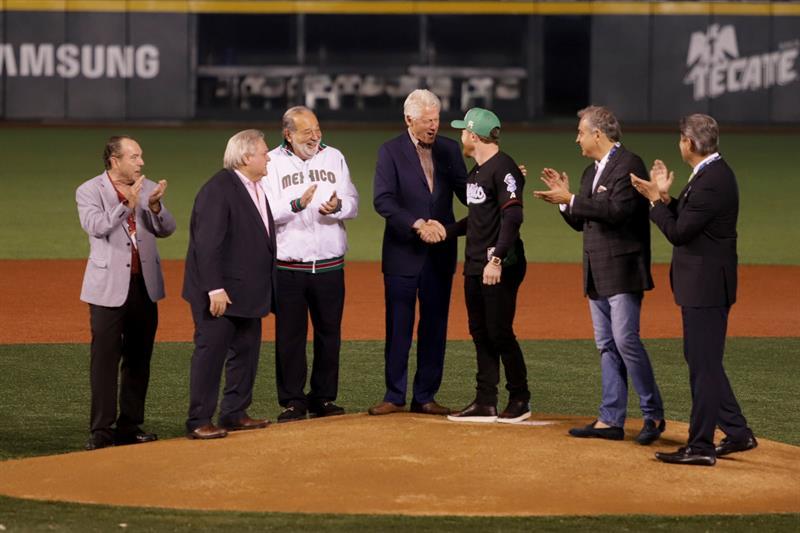 Expresidente de EEUU Clinton y millonario Slim inauguran Serie del Caribe .jpg