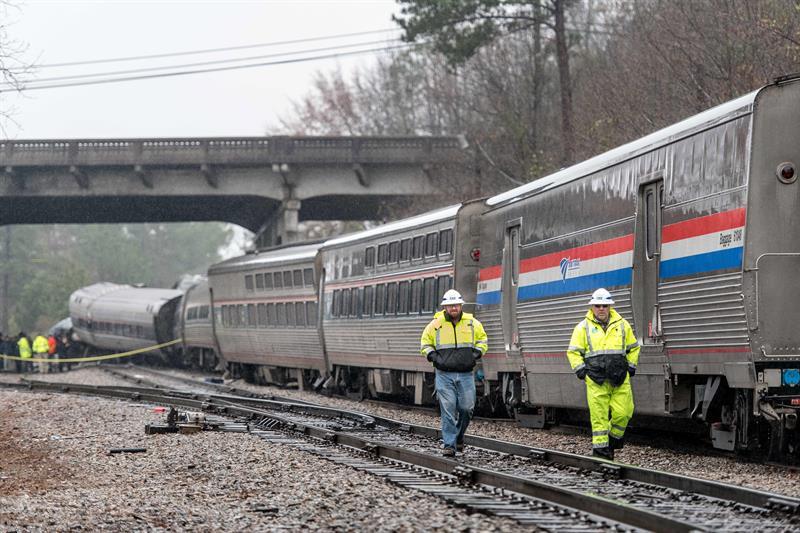 Al menos dos muertos y 70 heridos en un choque de trenes en Carolina del Sur .jpg