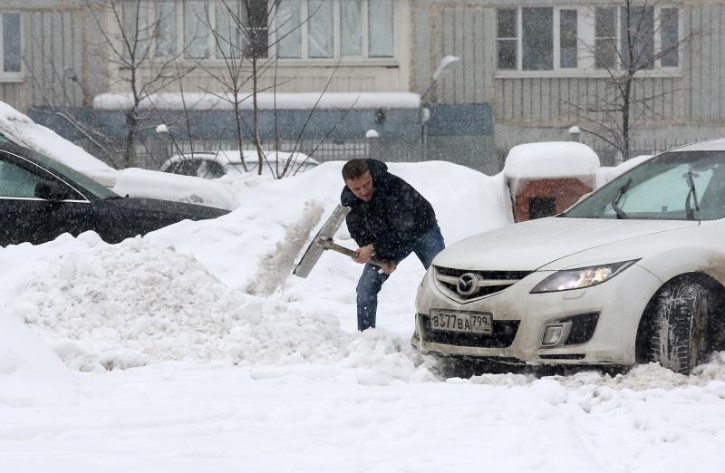 La %22nevada del siglo%22 sepulta Moscú bajo medio metro de nieve .jpg