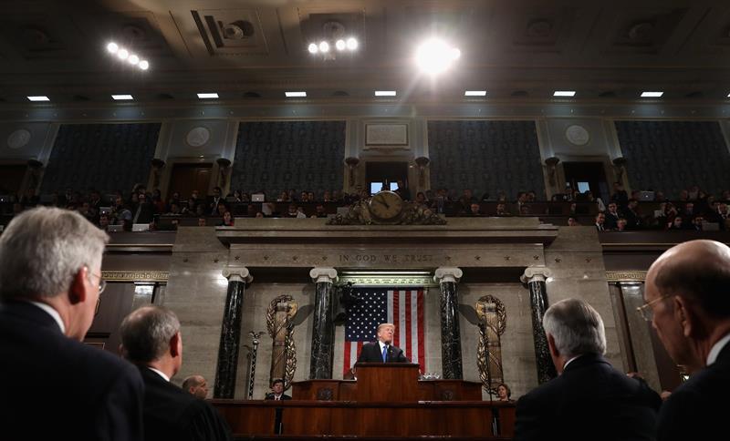 Trump acusa a los demócratas de %22traición%22 por no aplaudir en su discurso del Estado de la Unión .jpg