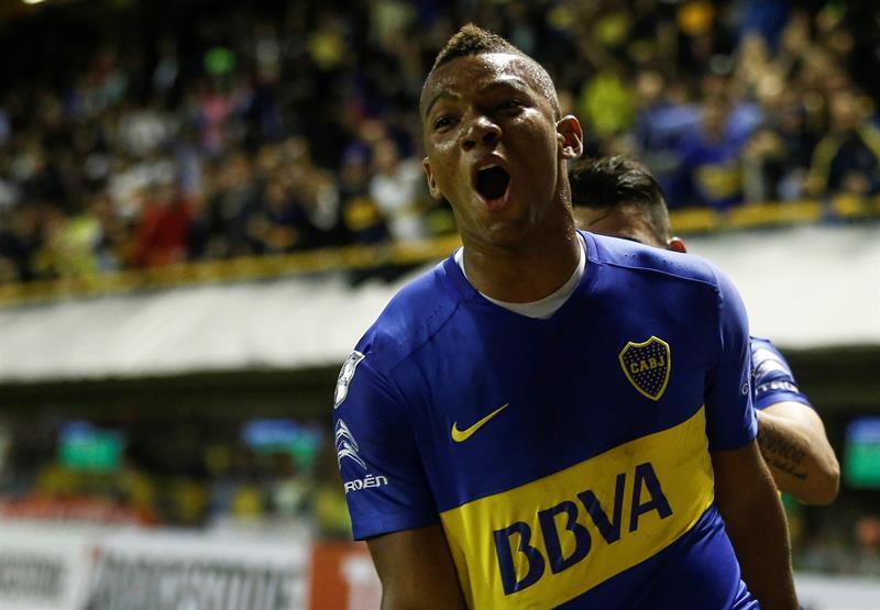 Tevez pierde penalti pero un gol de Fabra da el triunfo a Boca, que es líder sólido .jpg