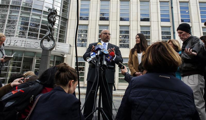 El abogado del Chapo evita comentar sobre la posibilidad de que la familia no pague su defensa .jpg