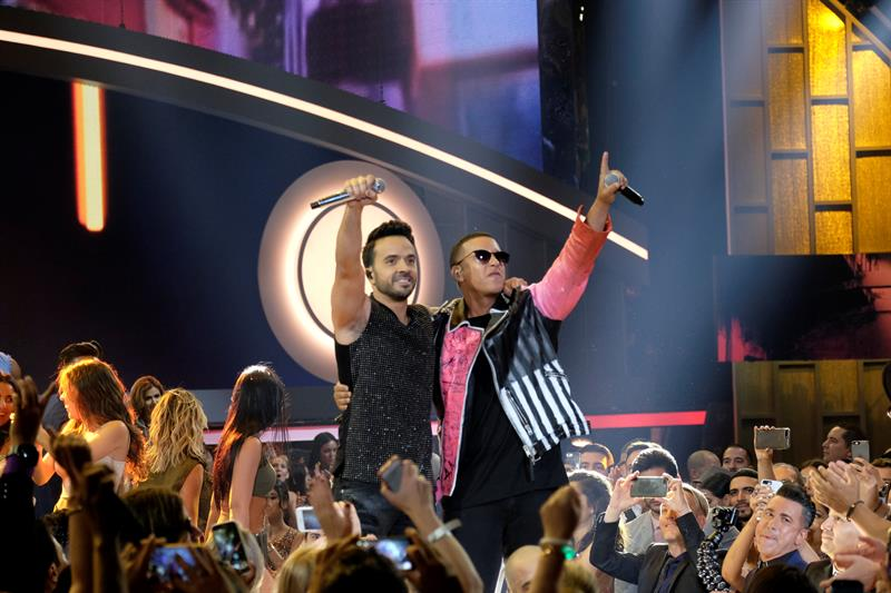 %22Despacito%22 bate un récord al liderar 42 semanas en el Hot Latin Songs de Billboard .jpg
