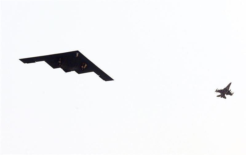 EE.UU. advierte que puede activar sus aviones nucleares con una simple llamada .jpg