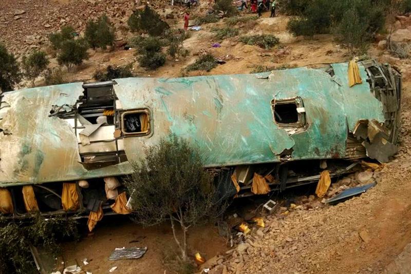 Aumenta a 44 el número de muertos por la caída de un autobús a un precipicio en Perú .jpg