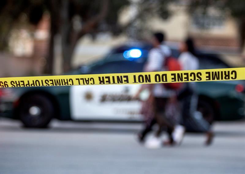 Suspenden a un policía que estaba en la escuela durante la matanza en Florida y no entró .jpg