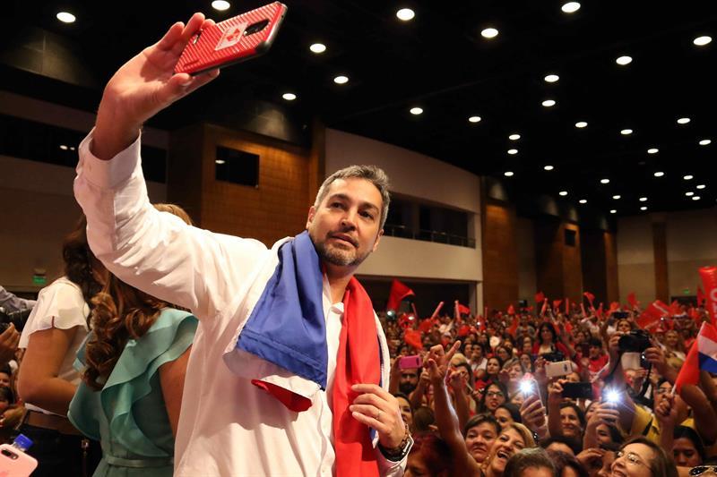 Candidato presidencial promete paridad ante miles de mujeres paraguayas .jpg