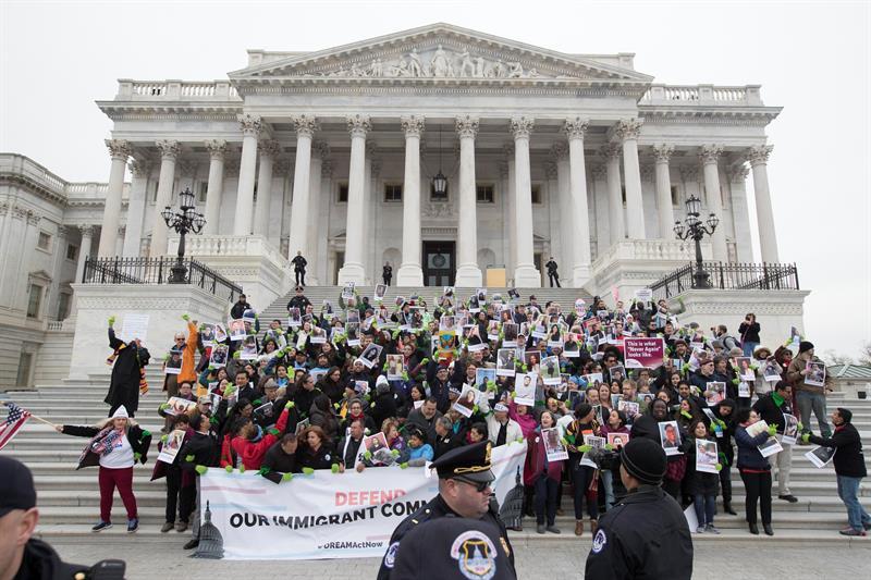 El Tribunal Supremo de EE.UU. rechaza intervenir en la disputa sobre el plan DACA .jpg