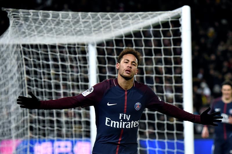 Un triste Neymar se lamenta por no haber ayudado al PSG .jpg