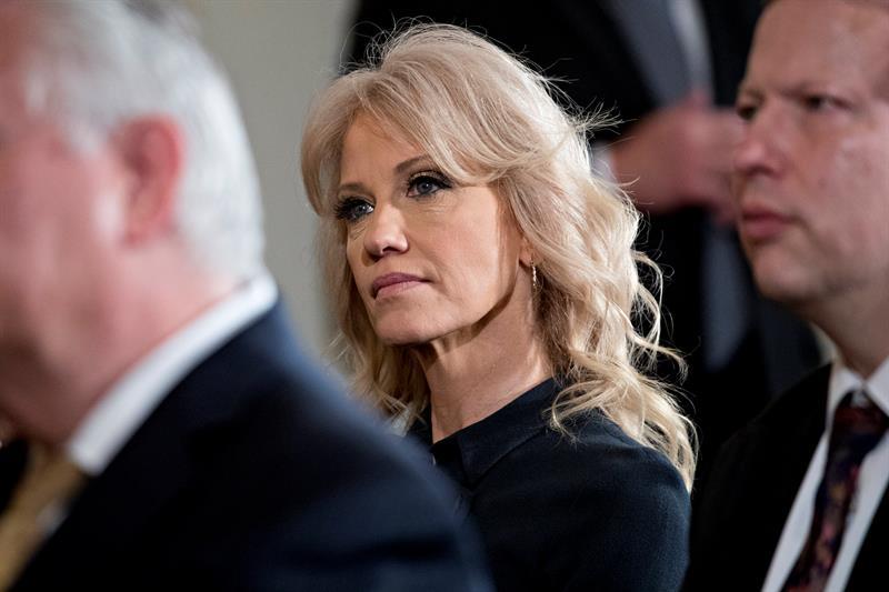 Kellyanne Conway, asesora de Trump, acusada de violar una ley federal .jpg
