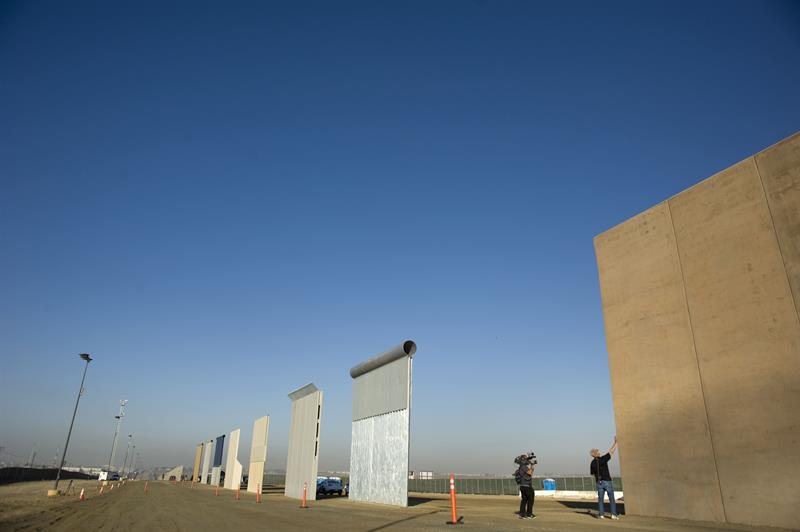 La Casa Blanca confirma que Trump verá los prototipos del muro la próxima semana .jpg