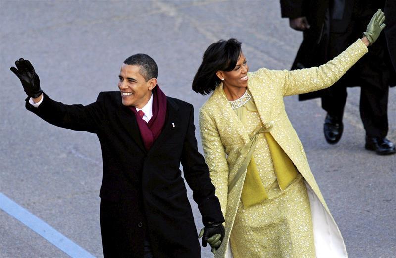 Barack y Michelle Obama negocian producir programas para Netflix, según NYT .jpg