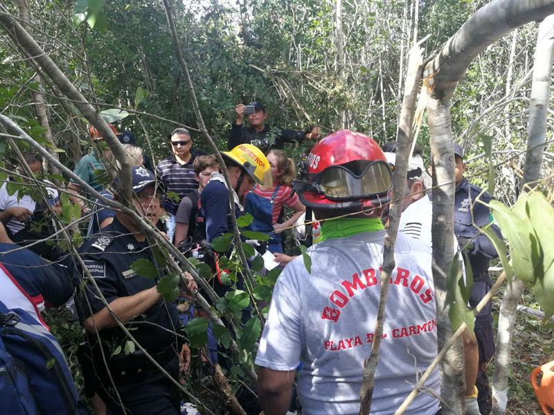 Trece turistas franceses lesionados al volcarse un autobús en el Caribe mexicano .jpg