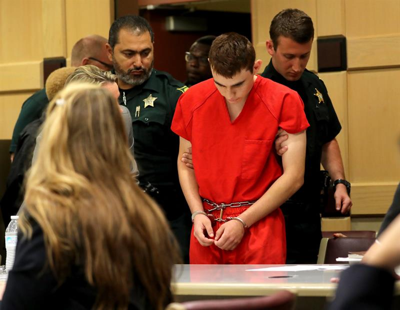 Juez sube a 500.000 dólares fianza para hermano de autor matanza de Florida .jpg