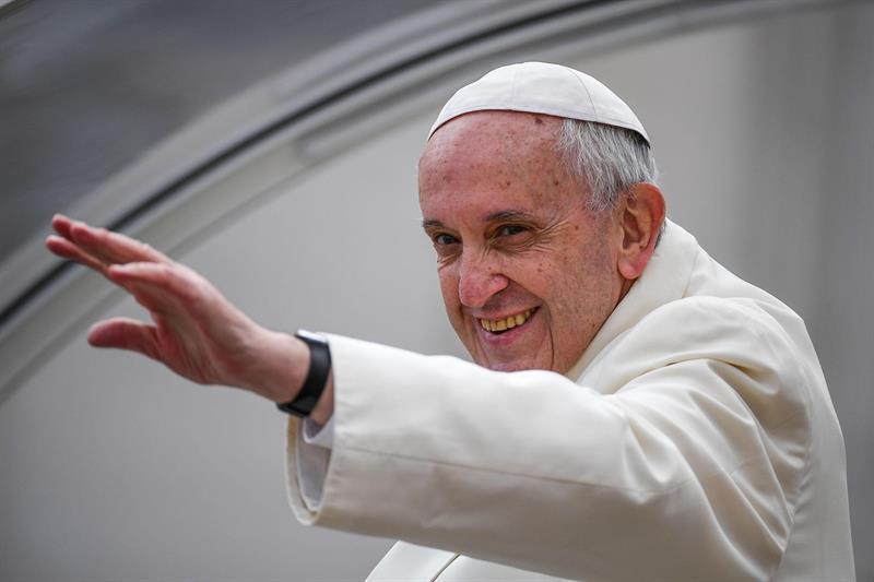 El papa recuerda que la Comunión se puede recibir en la mano o en la boca .jpg