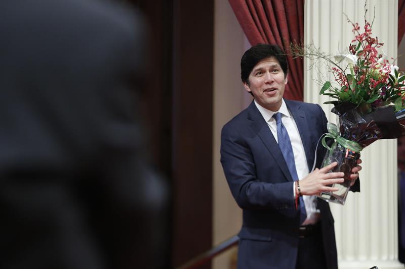 Líder demócrata de California deja Senado estatal con la vista en Washington .jpg