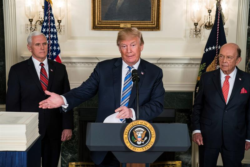 Trump modera su prohibición de transexuales en las Fuerzas Armadas .jpg