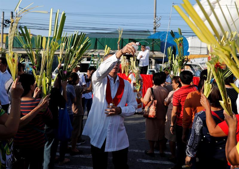 Millones de fieles acuden a las iglesias filipinas en el Domingo de Ramos .jpg