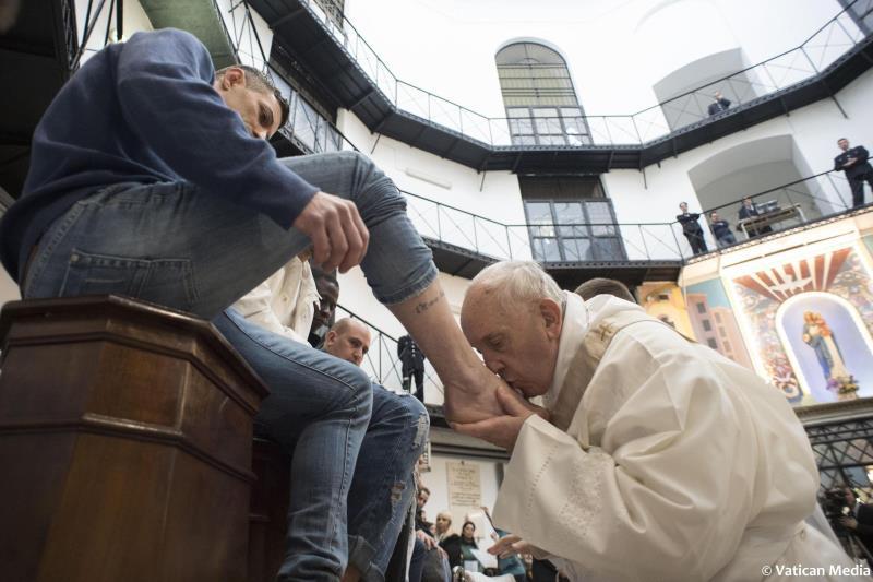 El papa dice durante su visita a una prisión que la pena de muerte %22no es humana ni cristiana%22 .jpg