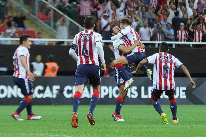 1-0. Las Chivas de Guadalajara vencen al Red Bulls con un gol de Isaac Brizuela .jpg
