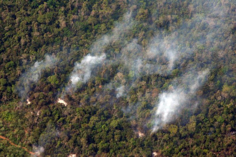Envían 500 soldados a controlar incendio en reserva biológica de Nicaragua .jpg
