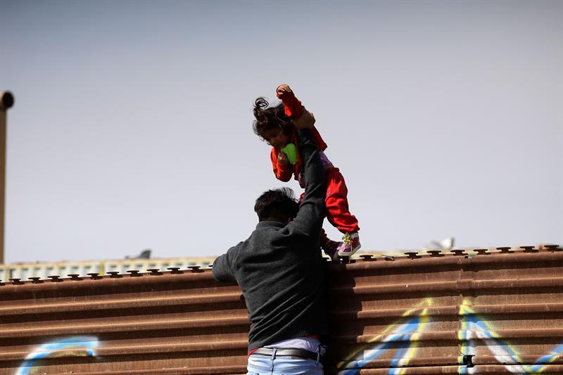 EE.UU. desplegará de inicio a 1.600 militares en la frontera con México .jpg