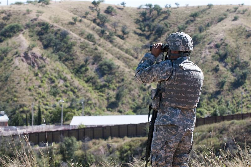 Arizona envía 225 soldados de la Guardia Nacional a la frontera con México .jpg