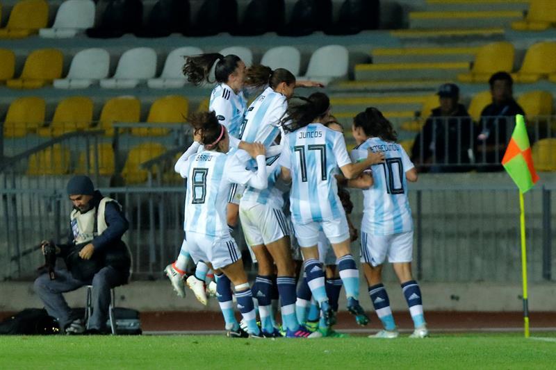 Argentina entra en la lucha con una goleada a Ecuador y Venezuela aplasta a Bolivia .jpg