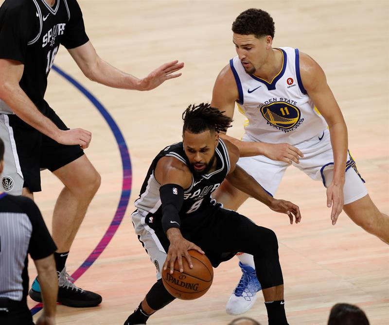 92-113. Exhibición de los Warriors ante los Spurs con Thompson de líder encestador .jpg