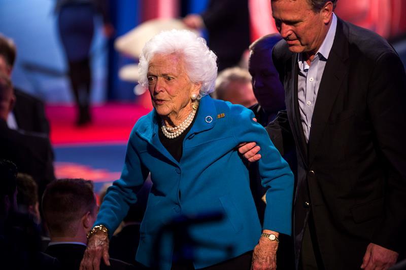 La ex primera dama Barbara Bush se encuentra %22con buen ánimo%22, según su nieta .jpg
