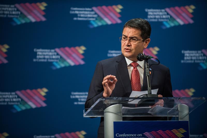Hernández anuncia una unidad contra las pandillas con la ayuda de EE.UU. y México .jpg