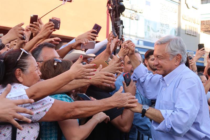 López Obrador repunta en sondeos pese a polémica por aeropuerto mexicano .jpg