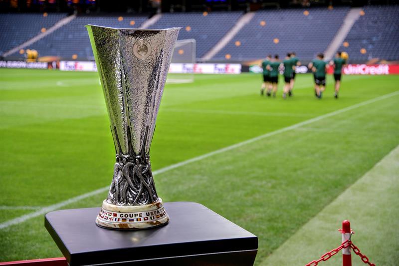 Roban y recuperan el trofeo de la %22Europa League%22 en México .jpg