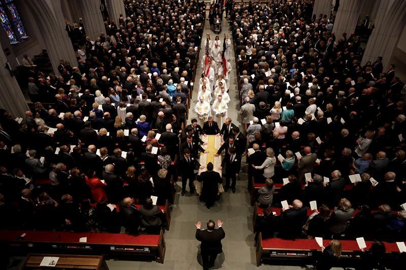 EE.UU. despide a Barbara Bush, %22la abuela de todos%22, en un solemne funeral .jpg