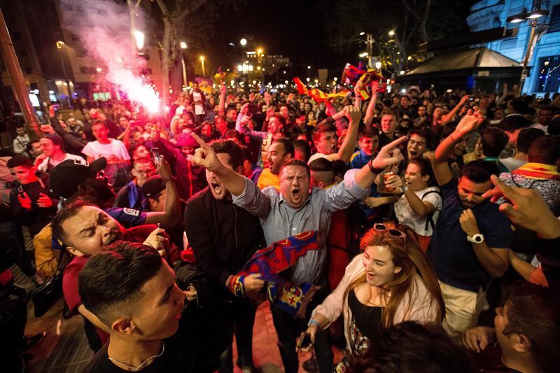Miles de barcelonistas se citan en Canaletas para celebrar el título copero .jpg