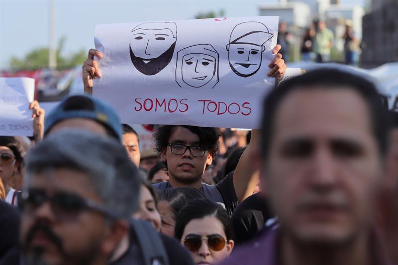 Jóvenes mexicanos se movilizan contra desapariciones y asesinatos .jpg