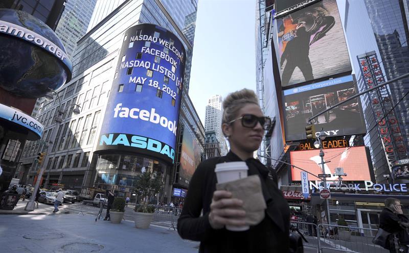 Facebook gana un 63 % más hasta marzo mientras intenta superar los escándalos .jpg